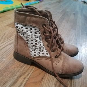 Candies boots size 5